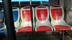 Beberapa kursi kosong di busway dan masih banyak lagi lainnya, Aneh! (Sumber: Pipit's album)